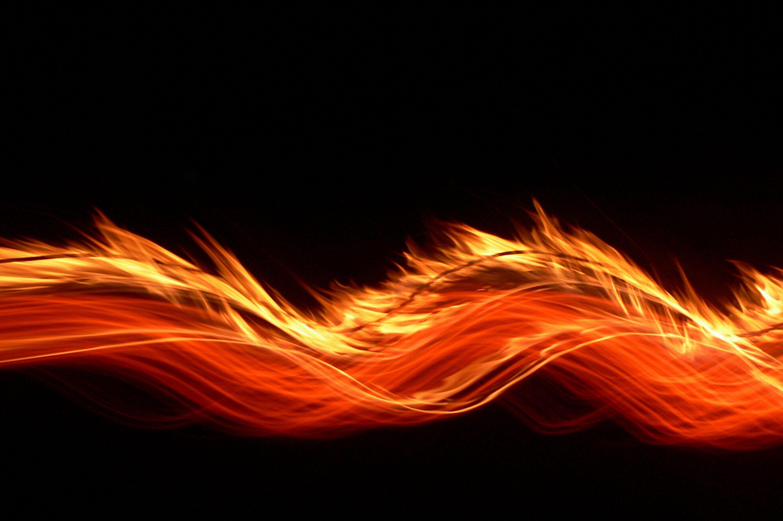 Hình nền máy tính cô gái thổi lửa