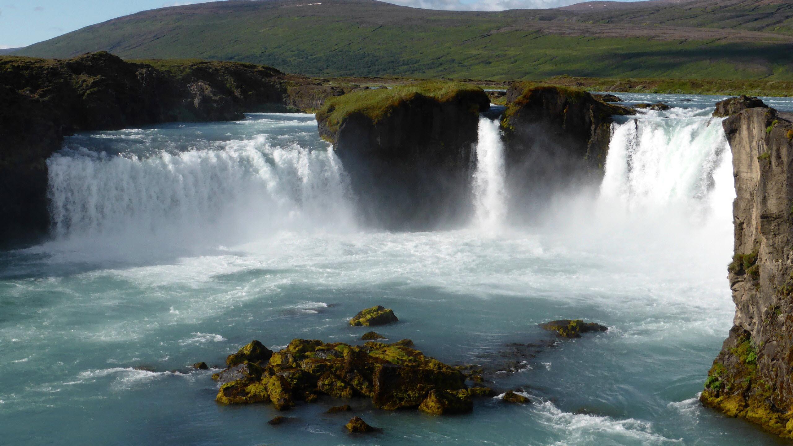 Hình nền thác nước chảy đẹp