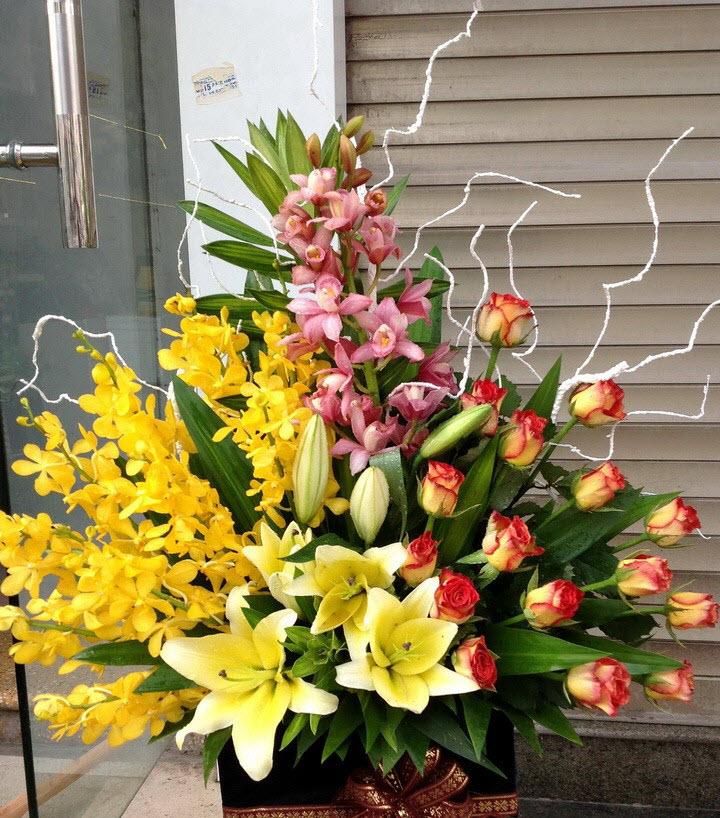 Giỏ hoa để bàn phòng khách rộng