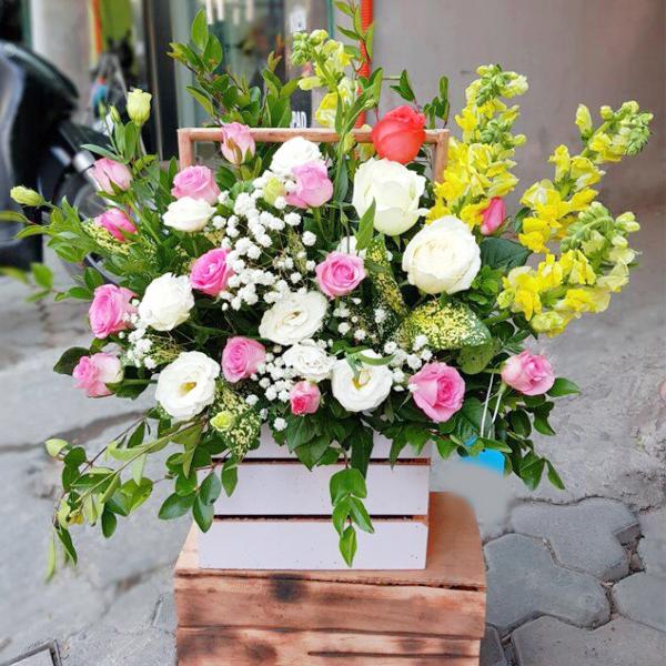 Giỏ hoa tươi để bàn đẹp