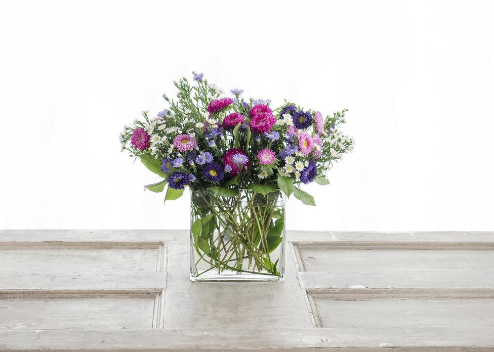 Hoa để bàn làm việc