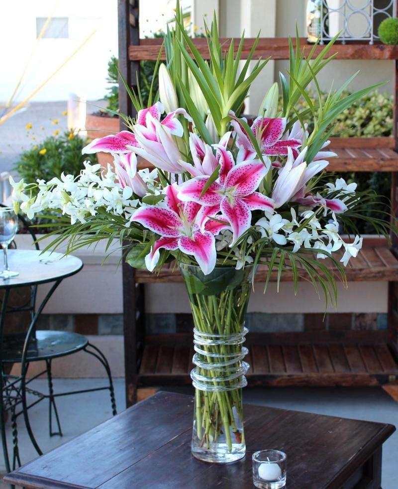 Lọ hoa ly để bàn đẹp