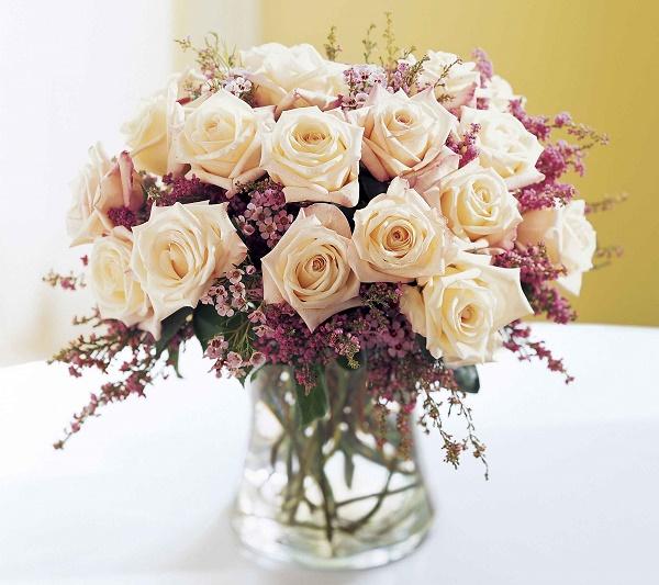 Mẫu cắm hoa để bàn đẹp