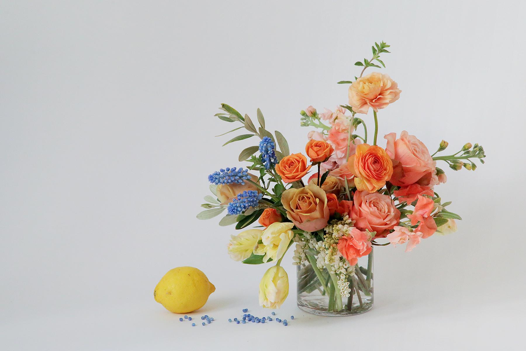 Mẫu hoa để bàn phòng khách đẹp