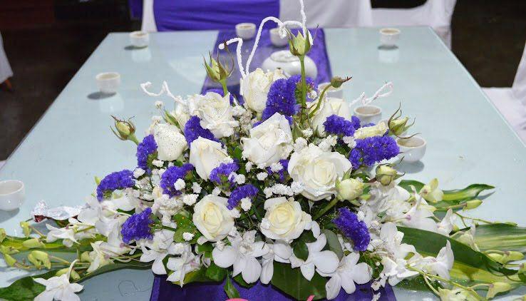 Mẫu hoa để bàn trang trí tiệc cưới đẹp