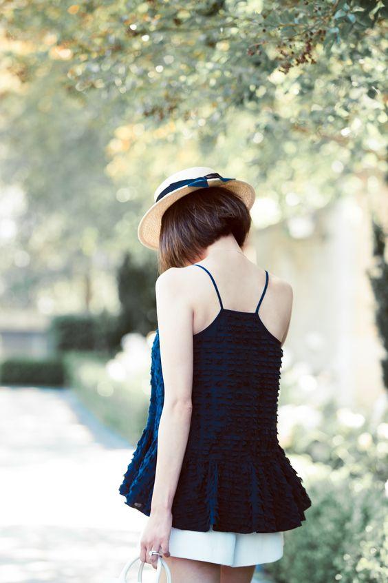 Ảnh đẹp con gái tóc ngắn sau lưng