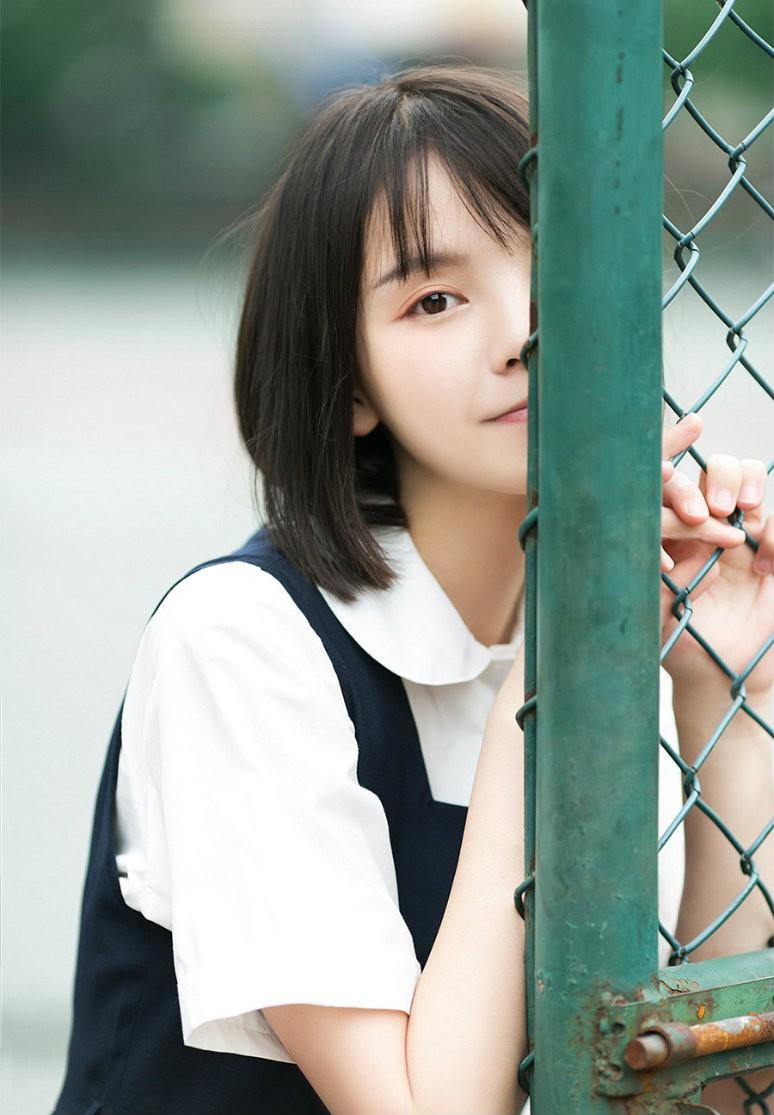 Hình ảnh cô gái tóc ngắn dễ thương