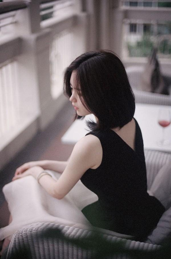 Hình mẫu cô gái tóc ngắn dễ thương