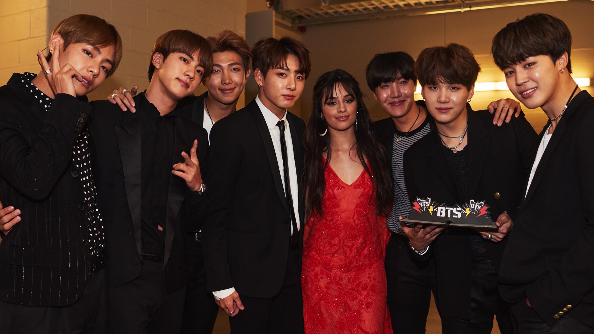 Ảnh nền BTS các thành viên mặc vest đen