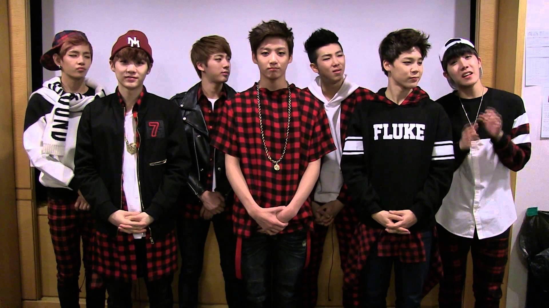 Ảnh nhóm nhạc BTS tập trung lại với nhau