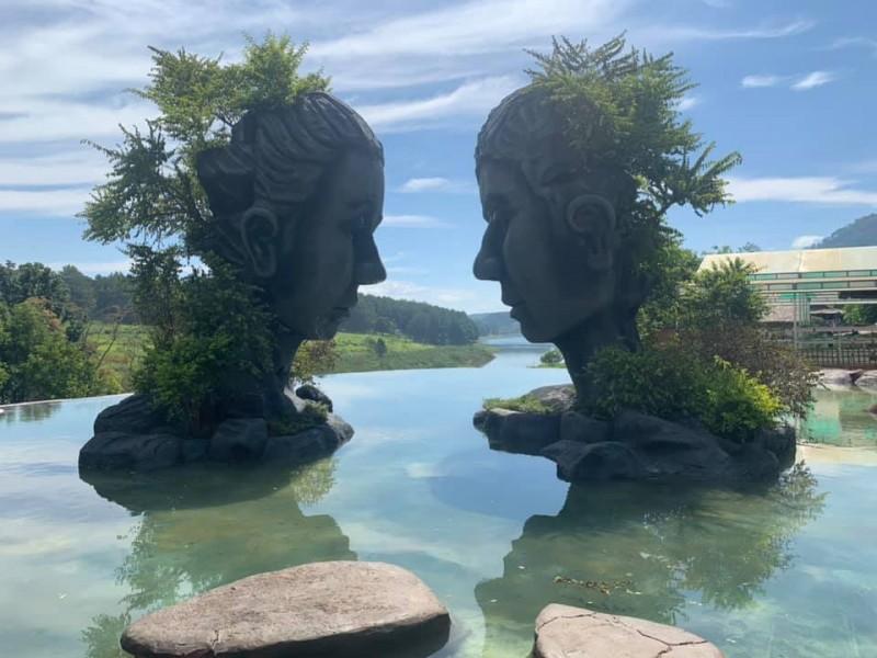 Hình ảnh hồ vô cực ở Đà lạt