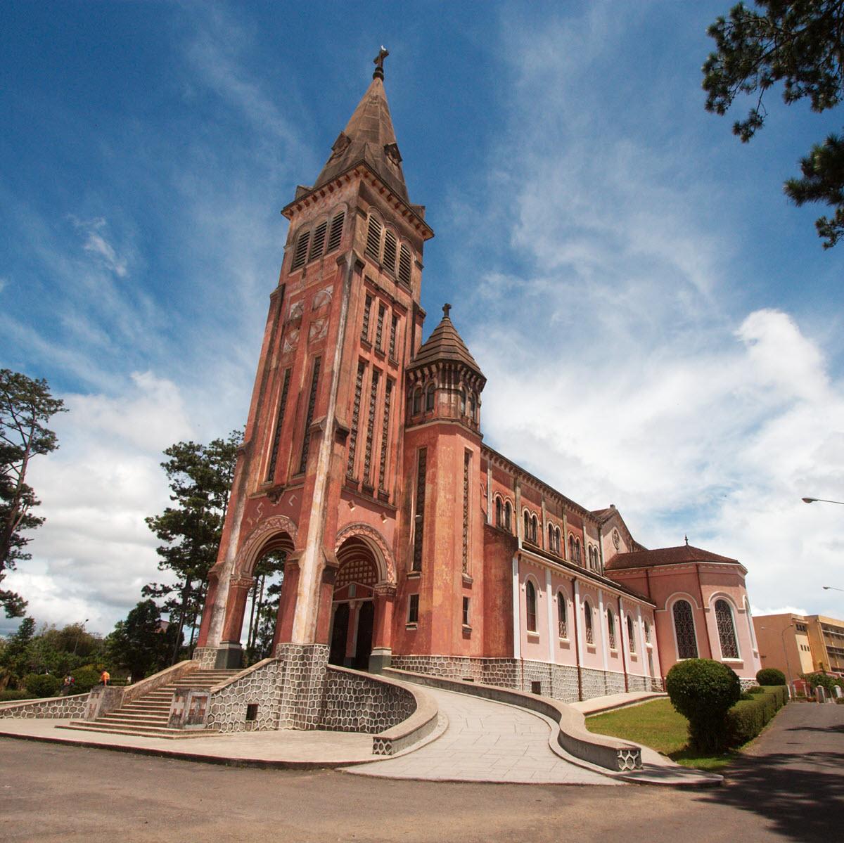 Hình ảnh nhà thờ chính tòa Đà lạt