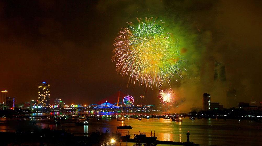 Hình ảnh pháo hoa trên sông Hàn Đà nẵng