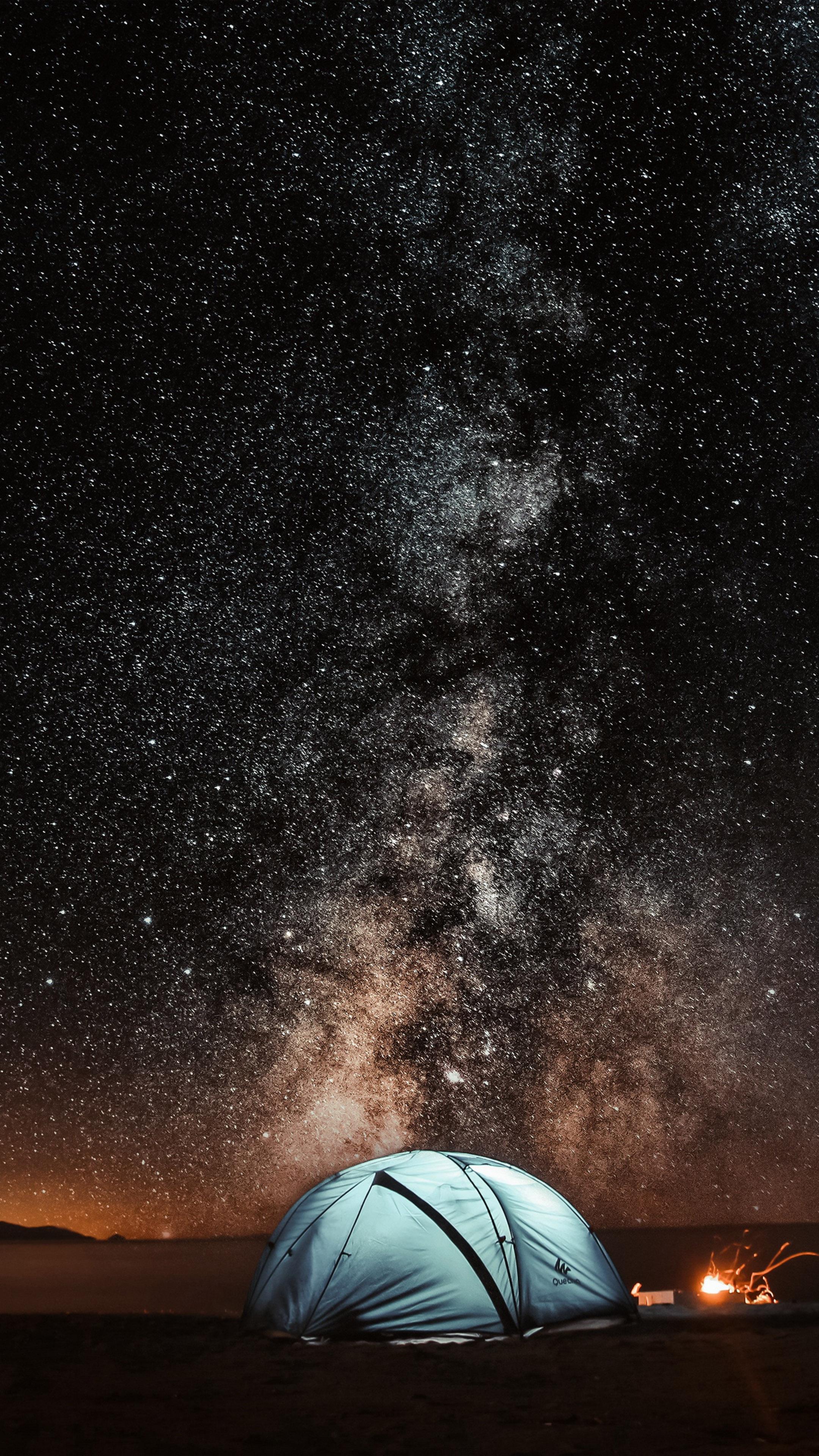 Ảnh nền đẹp 4k dành cho điện thoại - cắm trại dưới trời sao