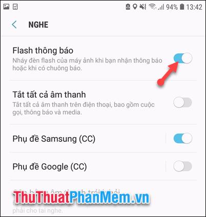 Cách làm đèn flash nháy sáng khi có cuộc gọi đến trên iPhone, Android