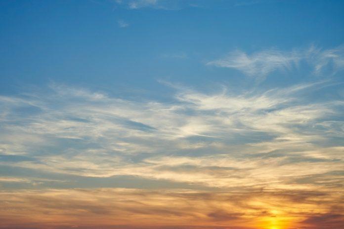 Background mây trắng cuối chiều