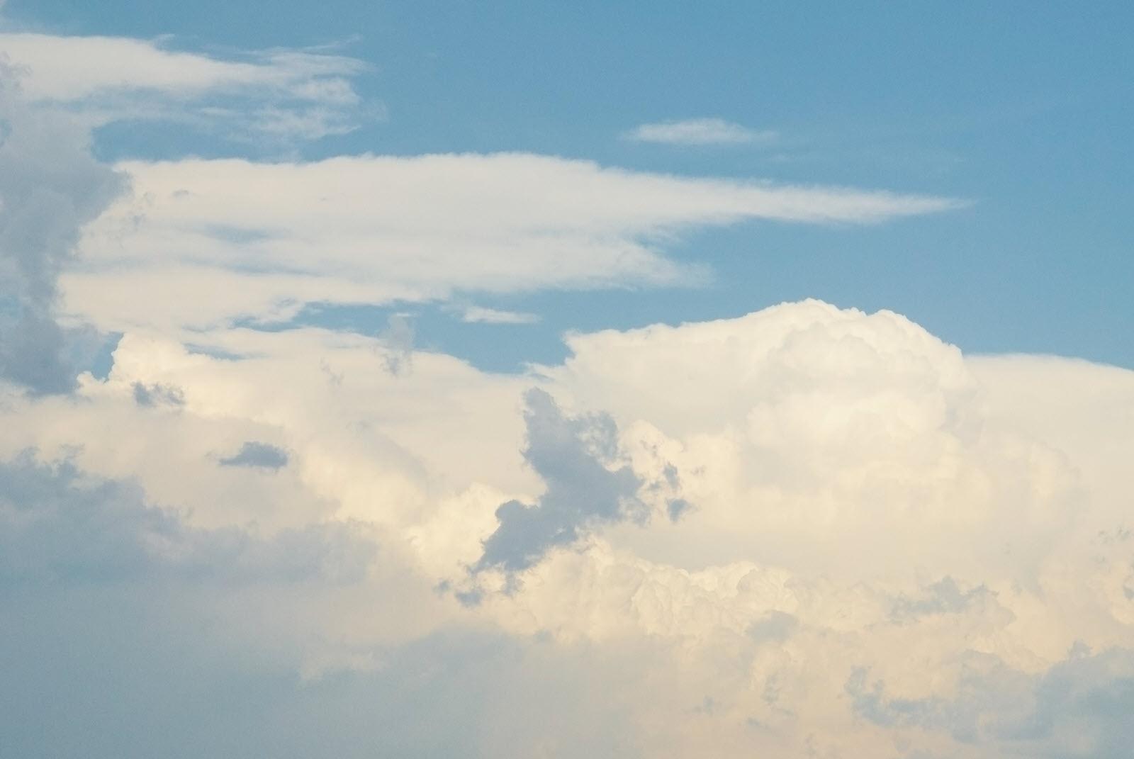 Nền background mây ngày nắng