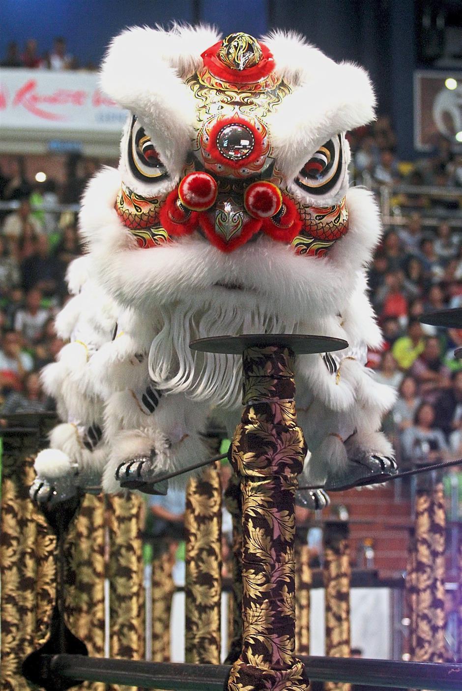 Ảnh múa Lân leo cột