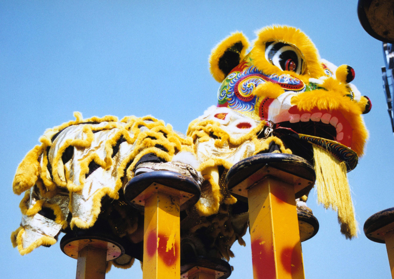 Hình ảnh múa Lân leo cột