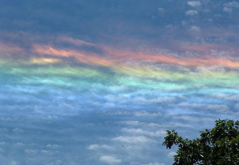 Hình ảnh cầu vồng cùng những áng mây