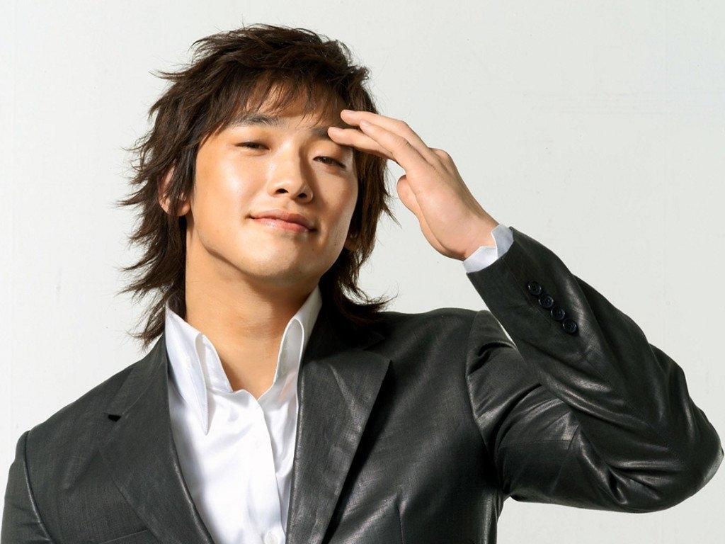 Kiểu tóc nam Hàn Quốc dài và rối từng ngọn
