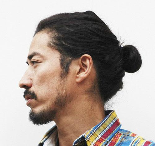 Kiểu tóc nam Hàn Quốc để dài búi gọn