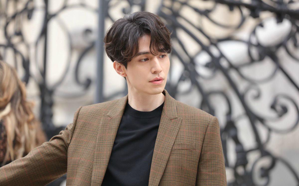 Kiểu tóc nam Hàn Quốc hơi xoăn