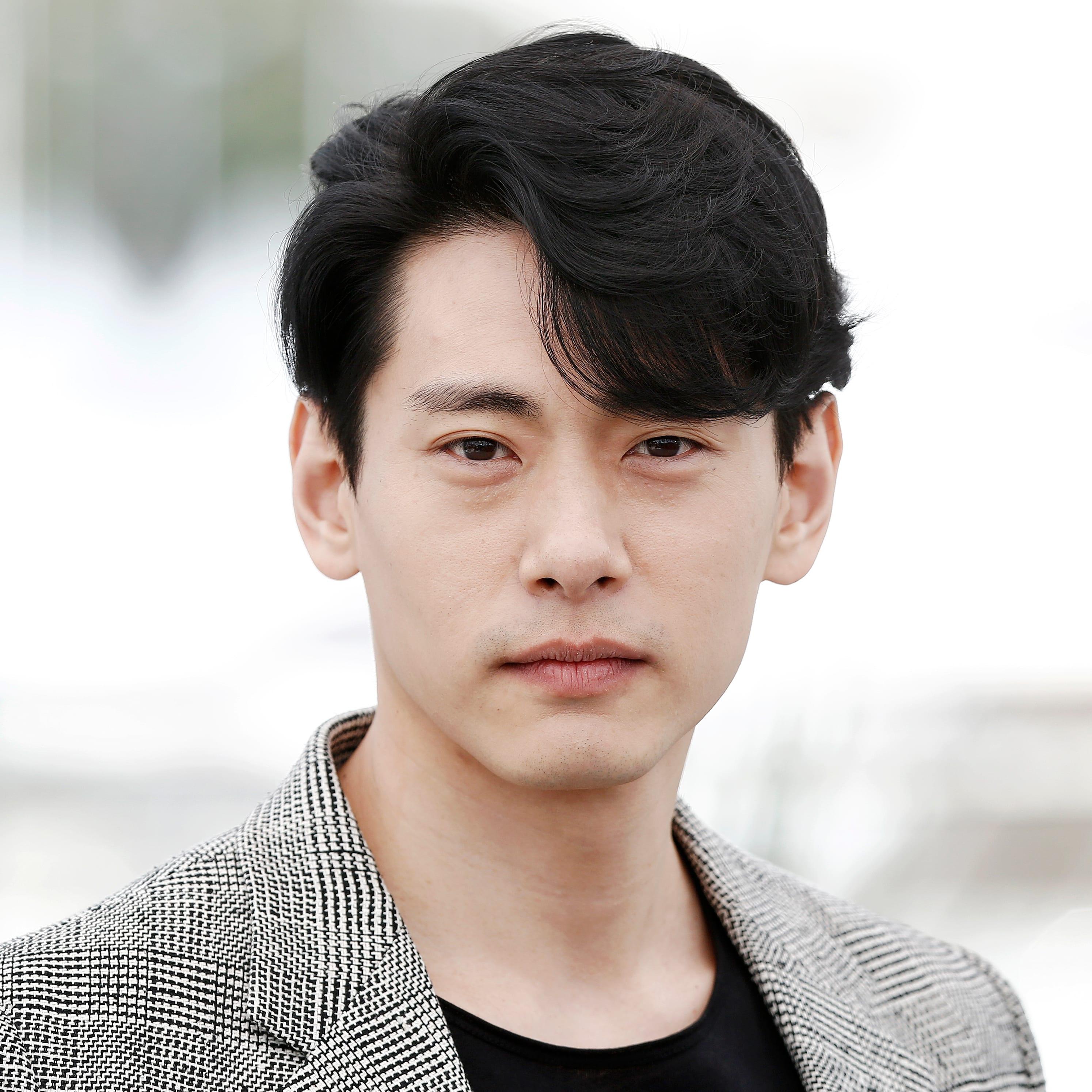 Kiểu tóc uốn mái đặc biệt của nam Hàn Quốc