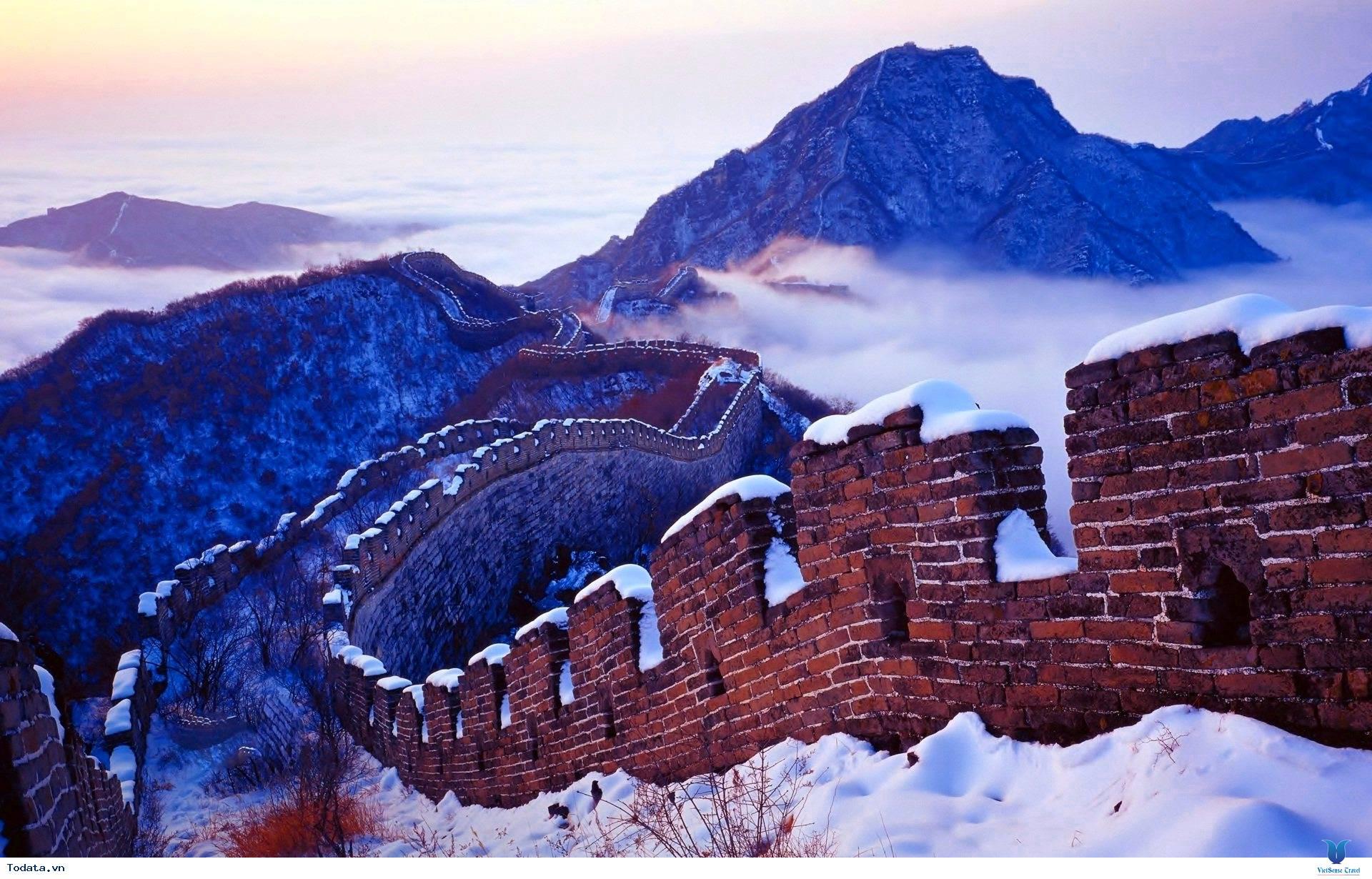 Vạn Lý Trường Thành dọc vùng Tây Bắc trong mùa Đông tuyết phủ