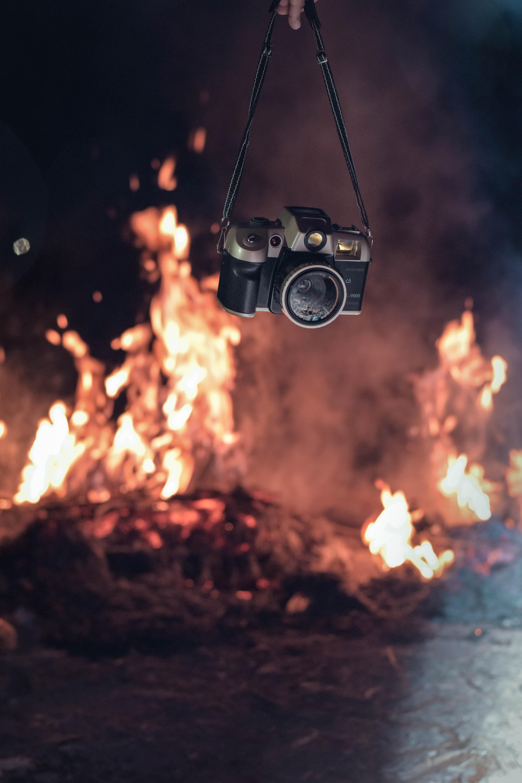Background ngọn lửa cô đơn